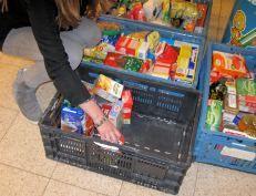 Voedselpakketten: geen duurzame oplossing voor armoede Zie: http://www.socialevraagstukken.nl/site/2015/07/18/voedselpakketten-geen-duurzame-oplossing-voor-armoede/