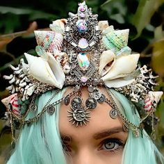 Mermaid Crowns With Real Seashells Are Taking Internet By Storm ❤ liked on Polyvore featuring accessories, backgrounds, hair accessories, hats and mermaid