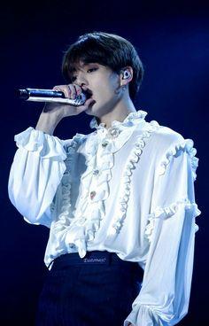 [BTS x World tour 2018 'Love Yourself'] Jungkook Bts Boys, Bts Bangtan Boy, Jimin, Jungkook 2018, Playboy, Seokjin, Namjoon, Bts Scenarios, Maknae Of Bts