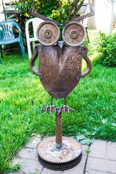 Scrap metal owl. By: Out Of My Mind Metal Works
