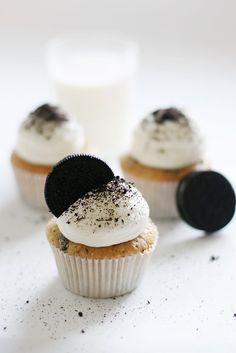 oreo cupcakes Cupcakes para cumpleaños de tus peques.  Adquiere los moldes y los utensilios para realizar cupcakes en http://milejardin.com/menaje-del-hogar/productos-reposteria-silicona