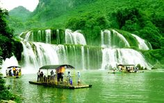 Ban Gioc waterfall's spectacular beauty