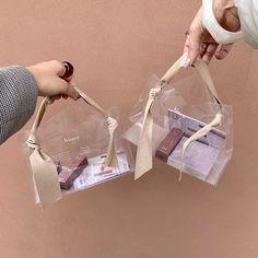 先週韓国行ってたのに〜欲しかった(泣)。後悔しない美容itemリストをチェック|MERY [メリー] Fashion Packaging, Bag Packaging, Jewelry Packaging, Fashion Branding, Packaging Ideas, Jewelry Branding, Food Packaging Design, Packaging Design Inspiration, Branding Design
