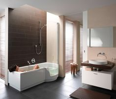 Love the tub and wall accent