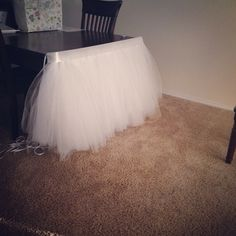 DIY tulle table skirt. Boy Baby Shower Themes, Baby Shower Parties, Baby Boy Shower, Tulle Table Skirt, Table Skirts, Baby Shower Table Cloths, Wedding Games For Guests, Baby Shower Souvenirs, Unisex Baby Shower