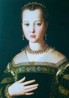 Para além das vestes, outra característica na época do renascimento era a utilização de adornos. Estes eram usados nos cabelos (sendo que nesta altura era necessário acentuar a testa) e nas vestes. As jóias eram geralmente correntes de ouro e pedras preciosas.