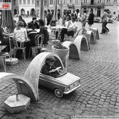 Ogródek kawiarniany na Rynku Starego Miasta. Warszawa, sierpień 1974 r.