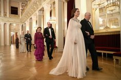 Kate Middleton Photos - Catherine, Duchess of Cambridge (second right) is escorted into dinner by King Harald V of Norway and Prince William, Duke of Cambridge (C) is ecorted by Queen Sonja of Norway at the Royal Palace on day 3 of their visit to Sweden and Norway on February 1, 2018 in Oslo, Norway. - The Duke and Duchess of Cambridge Visit Sweden and Norway - Day 3
