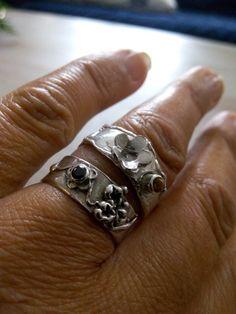 Ring met citrien, en een ring met zwarte zirconia.
