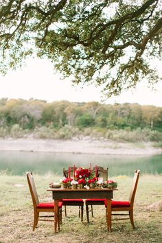 Red winter wedding table: http://www.stylemepretty.com/little-black-book-blog/2014/12/25/lakeside-winter-wedding-inspiration/ | Photography: Mint - http://mymintphotography.com/