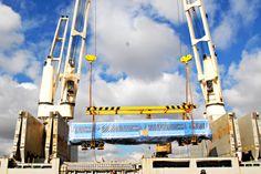 Llegaron a puerto 36 nuevas formaciones 0 kilómetro para la línea Sarmiento, que estará totalmente renovada en 60 días. Cuidemos los trenes, que son nuestros.