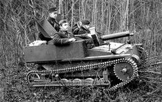 Latvian Vickers Carden-Loyd MK-VI - pin by Paolo Marzioli Military Art, Military History, Rc Tank, Heavy And Light, Engin, Tank Design, Futuristic Cars, Chenille, Military Equipment