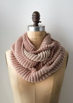 32 Easy Knitted Gifts - Two Color Cotton Cowl - Last Minute Knitted Gifts, Best Knitted Gifts For Anyone, Easy Knitted Gifts To Make, Knitted Gifts For Friends, Easy Knitting Patterns For Beginners, Quick And Easy Knitted Gifts http://diyjoy.com/easy-knitted-gifts