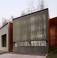 metal mesh screen Facade: