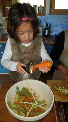 Autonomie d'inspiration Montessori : Faire dans la cuisine Education Positive, Montessori, Ethnic Recipes, Inspiration, Food, Growing Up, Cooking Food, Biblical Inspiration, Essen