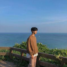 Photoshoot Pose Boy, Beauty Of Boys, Korea Boy, Instagram Pose, Ulzzang Boy, Mens Glasses, Asian Boys, Mens Fashion, Street Fashion