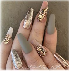 The advantage of the gel is that it allows you to enjoy your French manicure for a long time. There are four different ways to make a French manicure on gel nails. Glam Nails, Beauty Nails, Cute Nails, My Nails, Blush Nails, Pretty Nails, Best Acrylic Nails, Acrylic Nail Designs, Nail Art Designs