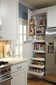 6 Creative And Inexpensive Ideas: Kitchen Remodel Layout Dishwashers rustic farmhouse kitchen remodel.Kitchen Remodel Layout Hoods apartment kitchen remodel back splashes. Country Kitchen, New Kitchen, Kitchen Decor, 1960s Kitchen, Colonial Kitchen, Kitchen Storage, Fridge Storage, Kitchen Grey, Kitchen With Pantry