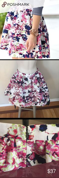 """Express floral skirt Like new condition, size 0. 100% polyester lining 100% polyester. Waist 11.5"""" length down middle 16.5"""" *measurements are approximate* no trades no PP no offsite transactions. Dog friendly smoke free home Express Skirts"""