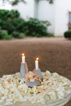 Geometric Themed Wedding full of DIY Photography : Sunny 16 Photography Read More on SMP… Diy Rehearsal Dinner Ideas, Rehearsal Dinners, Wedding Centerpieces, Wedding Table, Wedding Ideas, Diy Candle Holders, Geometric Decor, Flower Petals, Style Me