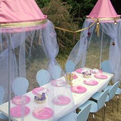 Princess party table (how can I do this for a Cinderella party? Disney Princess Party, Princess Birthday, Girl Birthday, Birthday Parties, Birthday Ideas, Fairytale Party, Cinderella Party, Ballerina Party, Party Time