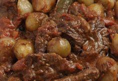 Vefa's Veal (or Beef) Stifado Greek Recipes, Meat Recipes, Cooking Recipes, Beef Stifado, Beef Tapa, Tapas, Marinated Beef, Greek Cooking, Greek Dishes