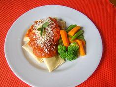 Yes Food Brasil - Linha SPA 380gr - Empratado, tortei de moranga ao molho sugo, sálvia e parmesão; salada de brócolis cenoura e vagem.
