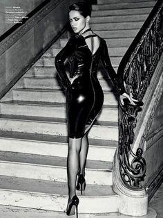 Hot news: @AdrianaLima será o rosto da coleção da @Versace para a @Riachuelo ainda este ano: http://glo.bo/TFjhaD pic.twitter.com/epl3idueub