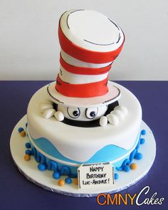 Cat in the Hat on a Round Cake