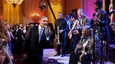 Descendente de portugueses, Pete Souza, fotógrafo oficial da Casa Branca, terá tirado mais de 2 milhões de fotografias durante os 8 anos de Obama.