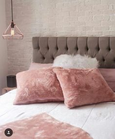 Best Amazing Rose Gold Decor Ideas to Bring Luxury to Your Home - Awesome Indoor & Outdoor Rose Gold Rooms, Rose Gold Decor, Gold Bedroom, Bedroom Decor, Velvet Bedroom, White Bedroom, Bedroom Ideas, Dream Rooms, Dream Bedroom