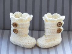 Classic Crochet Snow Boots #diy #craft #crochetpattern
