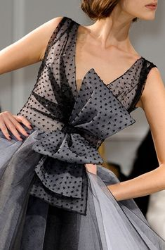 Christian Dior Spring 2012 Couture- I love this one too! Dior Couture, Couture Fashion, Runway Fashion, Womens Fashion, Look Fashion, Fashion Details, High Fashion, Fashion Design, Couture Details