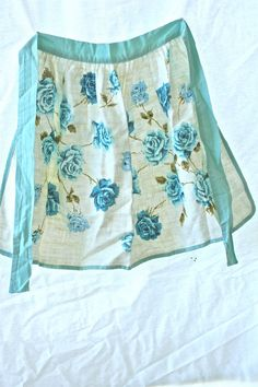 Vintage Linen Floral Design Apron 1950s Mid by raggedrustyvintage