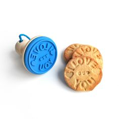 Let someone know how much you love them by baking them 'I love you' cookies. This nifty little cookie stamp imprints its message on your homemade cookies, giving them that extra special touch. I Love You, With Love, Baking Accessories, Kitchen Accessories, Home Baking, Wooden Gifts, How To Make Cookies, Cookies Et Biscuits, Frozen Yogurt