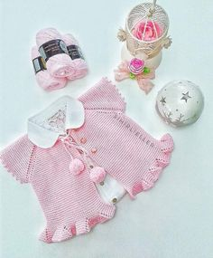 This Pin was discovered by Gal Baby Cardigan, Baby Pullover, Baby Knitting Patterns, Baby Patterns, Crochet For Kids, Crochet Baby, Baby Coat, Crochet Jacket, Baby Kind