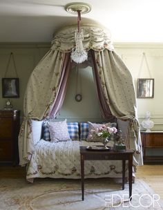 A Very French Guest Room - ELLEDecor.com