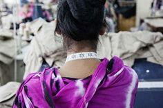 Vrouwen kopen niet alleen veel kleren, ze maken de kleren ook! Vrouwen runnen de kledingindustrie! Deze fotoreportage laat het verhaal van negen vrouwen zien die werken in de klerenindustrie. Zij doen eentonig en zwaar werk, zonder te pauzeren en krijgen daar vaak erg weinig geld voor. Wil jij weten waar je kleren kunt kopen waar wél eerlijke lonen voor zijn betaald? Kijk dan op: crossyourborders.nl