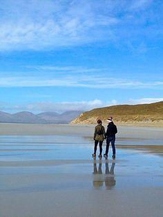 In March 2017 Graham and I, along with our friends Jo and Michael, flew to Harris in the Outer Hebrides to join our friends John and Maria at a stunning holida Isle Of Harris, Outer Hebrides, Photo Story, About Me Blog, Mountains, Beach, Travel, Viajes, Seaside
