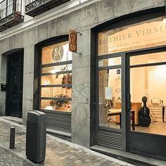 Luthier Vidal (@luthiervidal) • Fotos y videos de Instagram Garage Doors, Instagram, Videos, Outdoor Decor, Home Decor, Pictures, Decoration Home, Room Decor, Home Interior Design
