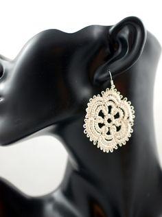 Kolczyki frywolitkowe ecru - Positively-Crazy - Kolczyki wiszące   #biżuteria#handmade#earrings#jewelry#art#koronka#beautiful#rękodzieło#ręcznie#robione#handicraft#buy#lace#kolczyki#frywolitka#wiszące#ecru#tatting#occhi#Ohrringe#Schmuck#Kunsthandwerk