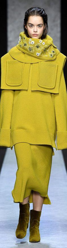 2020 Fashion Trends, Fashion 2020, Runway Fashion, Womens Fashion, Knitwear Fashion, Italian Fashion, Fashion Labels, Fashion Colours, Looking Gorgeous