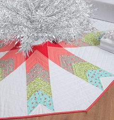 9 Beautiful DIY Christmas Tree Skirts: DIY Quilted Christmas Tree Skirt
