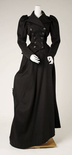 Riding Habit - 1893. This look is traditional. I always have had like for the turn of the century style.