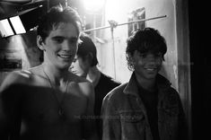 omggg ralph and matt's smile is sooo cutee The Outsiders Quotes, The Outsiders Cast, The Outsiders Imagines, The Outsiders Fanfiction, The Outsiders Greasers, Die Outsider, Ralph Macchio The Outsiders, The Outsiders Preferences, Young Matt Dillon