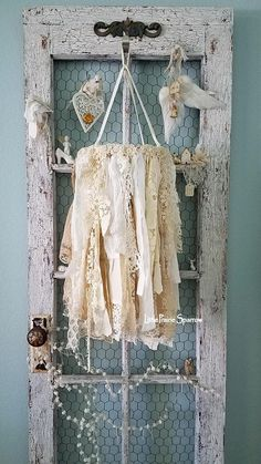 Shabby Chic Decor Easy Tips Tricks - Classically shabby ideas to organize a warm shabby chic home decor rustic Scintillatingideas shared on this unforgetful day 20190121 , note reference 6957987184 Shabby Chic Bedrooms, Shabby Chic Homes, Shabby Chic Furniture, Shabby Cottage, Cottage Style, Farmhouse Style, Style Shabby Chic, Shabby Chic Decor, Shaby Chic
