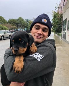 Can't wait to fall in love with some pups at ASPCA in a few days thanks to Cheers to all who took part in this amazing cause xoxox… Kj Apa Riverdale, Riverdale Archie, Riverdale Cast, Archie Andrews Riverdale, Beautiful Boys, Pretty Boys, Vanessa Morgan, Cameron Boyce, Puppy Care