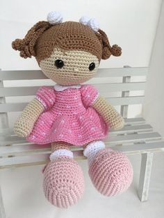 Amigurumi Passo a Passo: receita, fotos, dicas – Crochet Pattern and ideas Crochet Doll Tutorial, Crochet Doll Pattern, Crochet Patterns Amigurumi, Amigurumi Doll, Crochet Dolls, Cute Crochet, Crochet Baby, Stuffed Toys Patterns, Doll Patterns