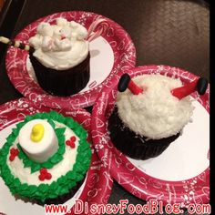 Christmas cupcake design idea from Disney - Just the pic from Disney Food Blog