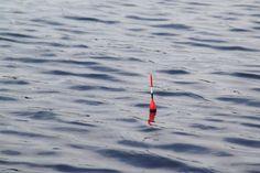 La pesca con flotador en el mar